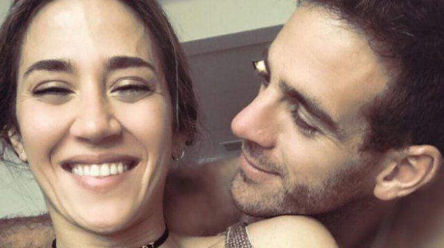 Un intruso se robó las miradas en la foto romántica de Delpo y Jimena Barón