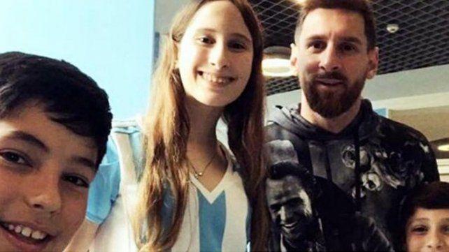 Messi se sacó foto con sus fans y se viralizó por extraño detalle