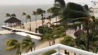 El huracán Irma inicia el impacto directo en los Cayos de la Florida