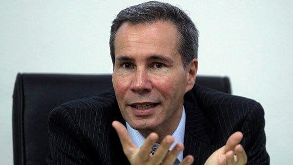 Según Gendarmería, el cuerpo de Nisman habría sido acomodado y manipulado por una médica en el baño