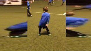 El hijo del Papu Gómez hizo un gol y lo festejó con el Papu Dance