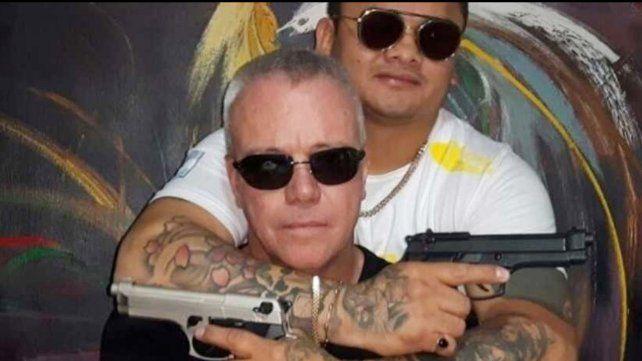 Pistolero: el Chino Maidana se sacó una foto con el sicario de Pablo Escobar