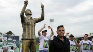 Gomito Gómez tiene su estatua en Nueva Chicago