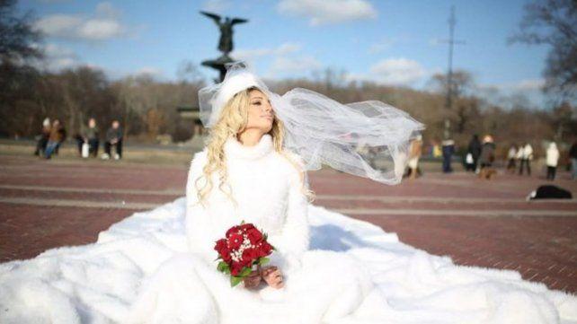 La Xipolitakis puso en venta su vestido de novia por una justa causa copy