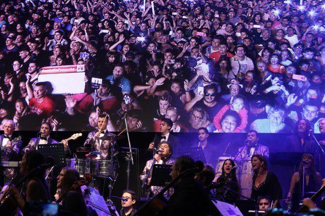 Los Palmeras hacen bailar a más de 160.000 personas en el Obelisco porteño
