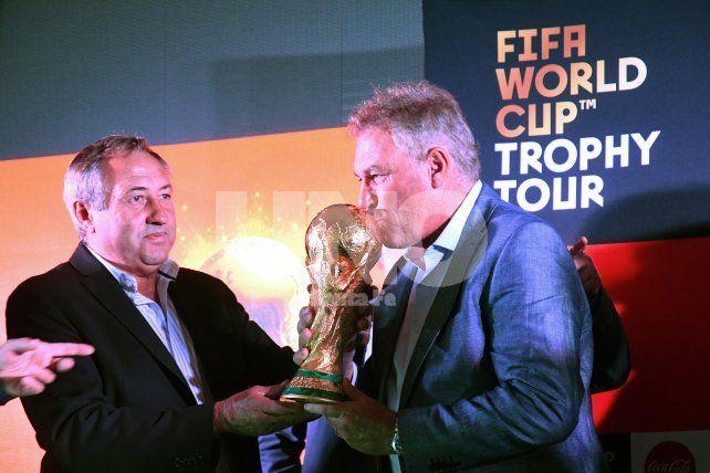El equipo de Sampaoli recibió el apoyo de los campeones del mundo