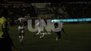 Unión goleó a Talleres y se metió otra vez en zona de Sudamericana