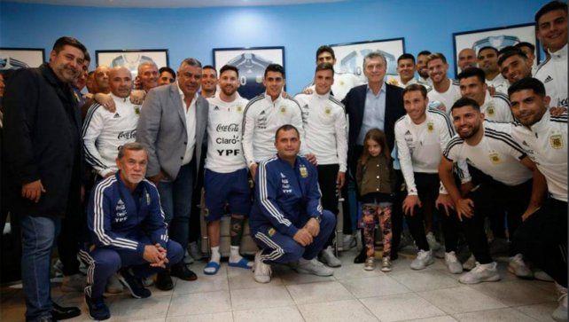 Macri habló con Agüero y le llevó su palabra de aliento al equipo argentino