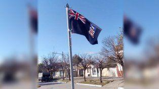 Insólito error. La bandera que se izó en la plazoleta las Américas.
