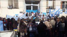 manifestacion provida en apoyo a medicos frente al hospital publico de santa fe
