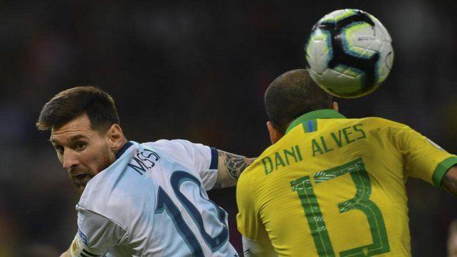 Dani Alves contra Messi: Le falta el respeto a mi selección