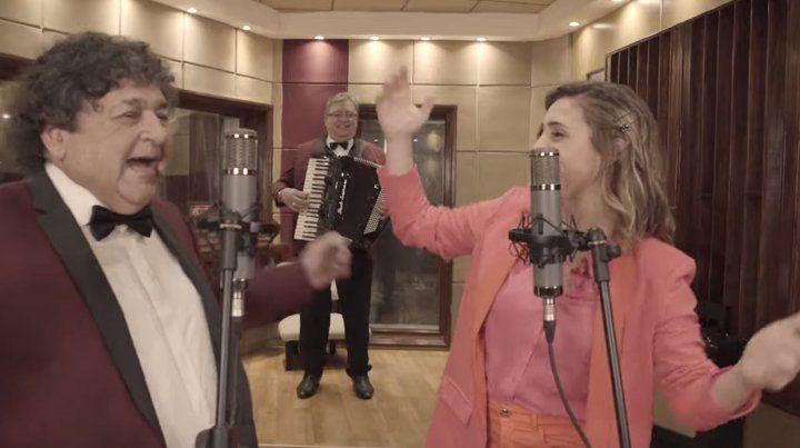 A puro ritmo: Los Palmeras y Soledad cantaron La Suavecita