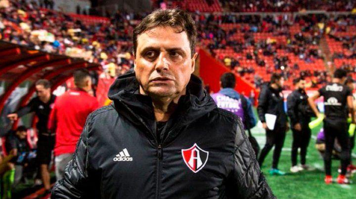 Jugó con Maradona, dirigió a Messi y asumirá en Aldosivi