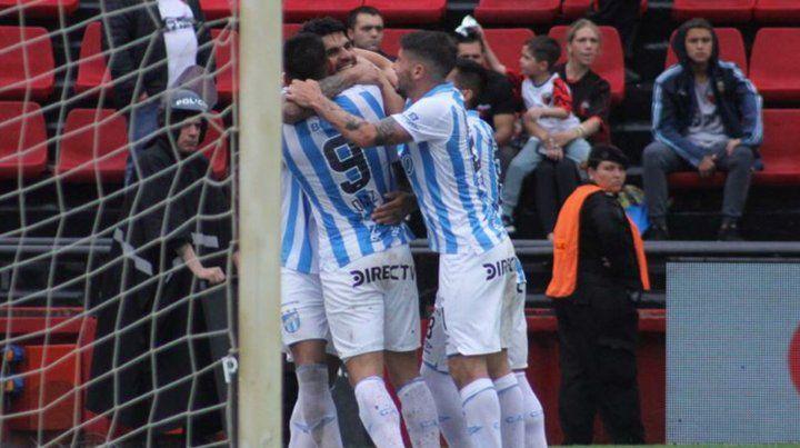 Colón perdió con Atlético Tucumán e igual se fue apoyado por la gente