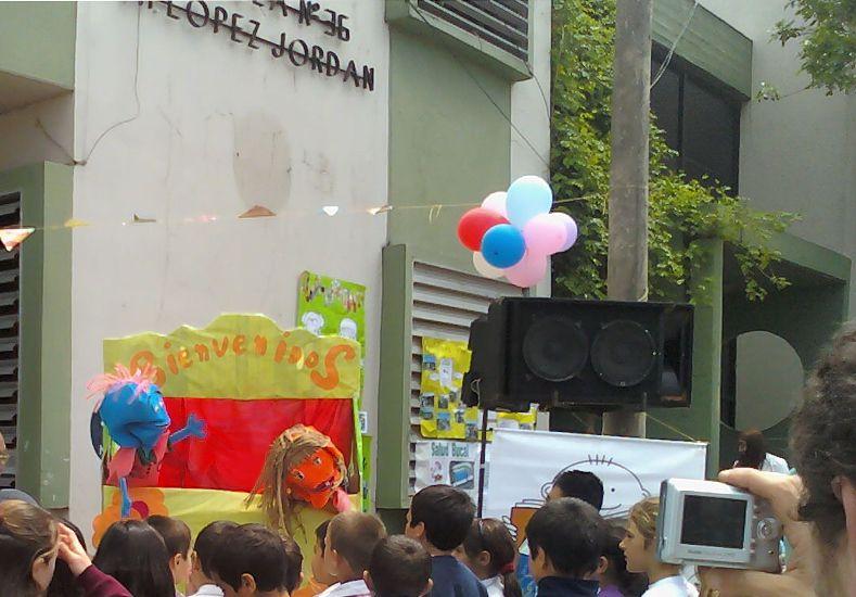 Un festejo por el Día del Ambiente en la escuela de Gualeguaychú. Foto http://ambientegchu.blogspot.com.ar.