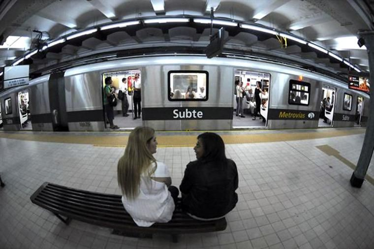 Las mujeres viajarían separadas de los hombres. Foto Télam.