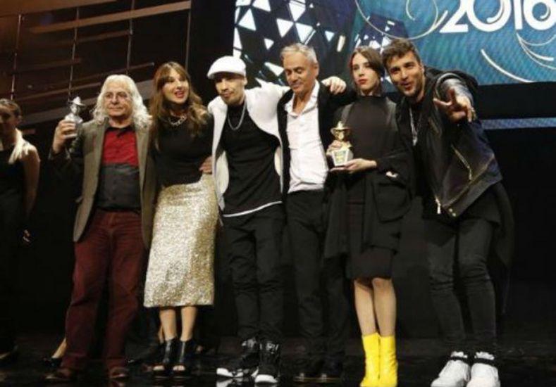 El Gardel de Oro fue para el álbum póstumo de Spinetta y el premio fue recibido por sus hijos
