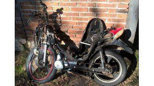 Un adolescente murió tras chocar frontalmente en moto