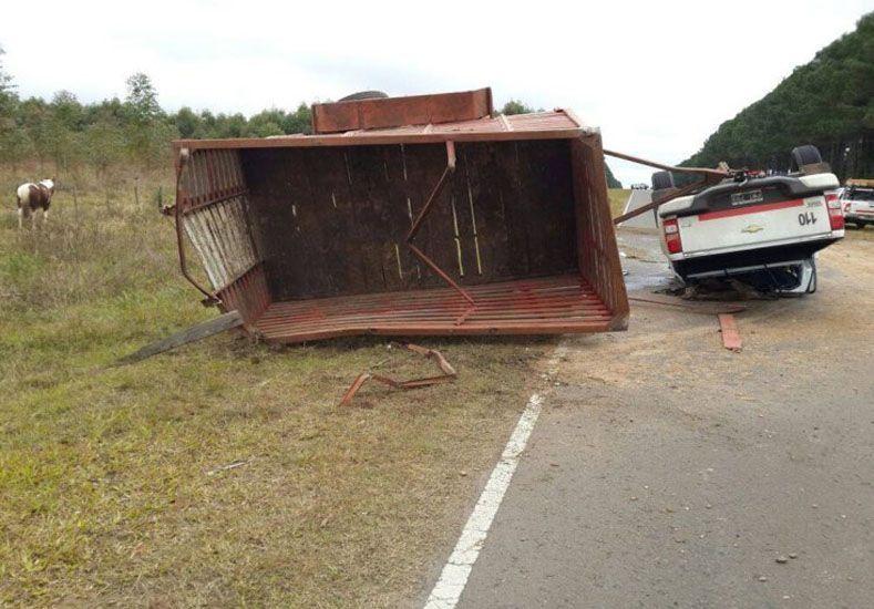  Volcó una camioneta que trasladaba tres caballos