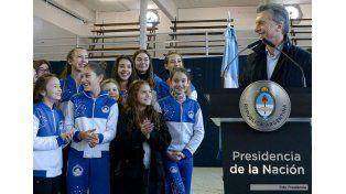 Macri tras la arritmia, volvió al trabajo y anunció la devolución del 40% de la factura de electricidad a clubes de barrio