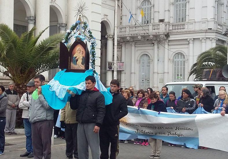 Manifestación de fe. Gente de Paraná y otras ciudades se sumó a la Peregrinación y acompañó la imagen de la Virgen de Schoensttat.