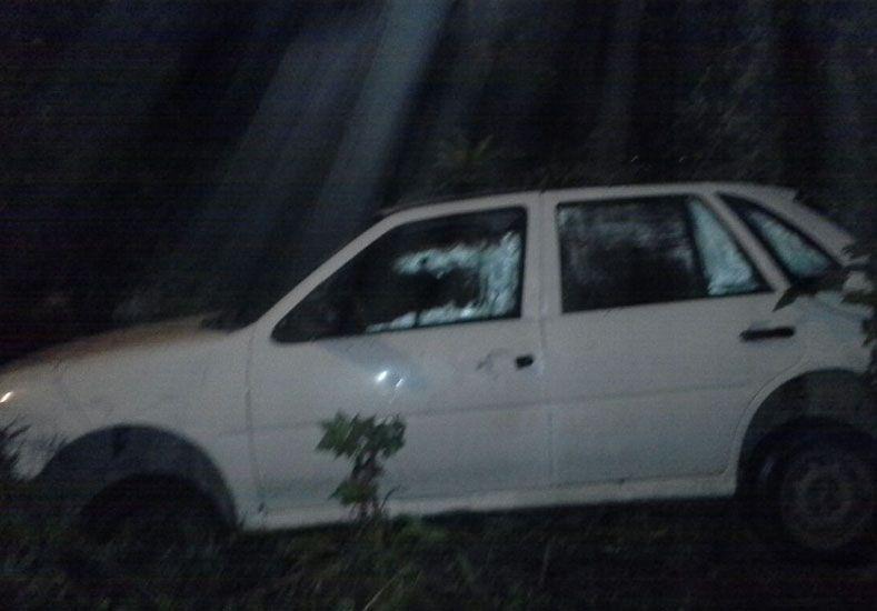 Un auto cayó a un arroyo de Paraná
