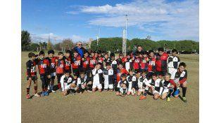 Los M11 formando junto a los chicos de Córdoba Athletic.