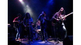 De Capital. Montaña Eléctrica es una banda influenciada por el jazz latino y el rock valvular.