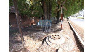 Arreglaron la fuente cloacal de Miguel David y las vías. Foto UNO Juan Ignacio Pereira.