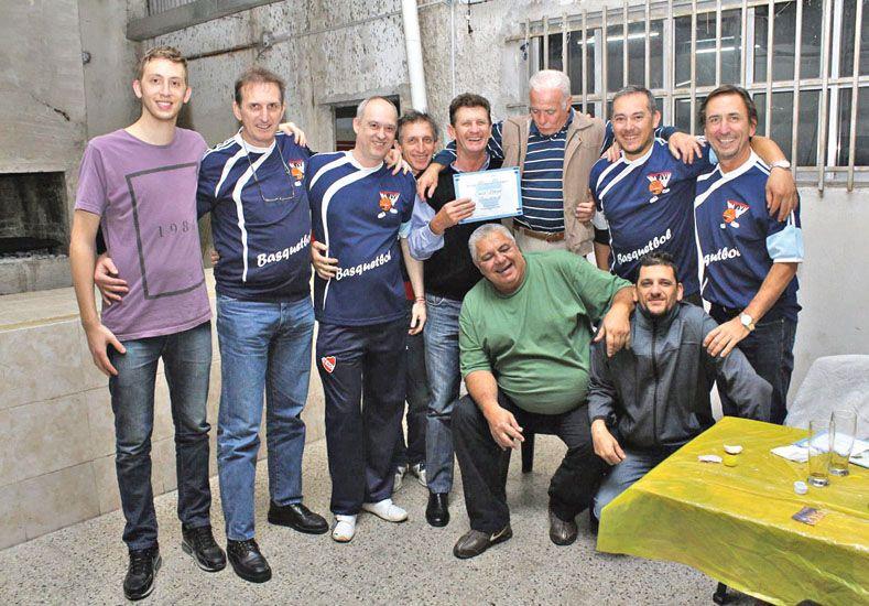 Exjugadores de básquet de la U aportan su presencia en cada reunión. Foto  Gentileza/Paul Cian