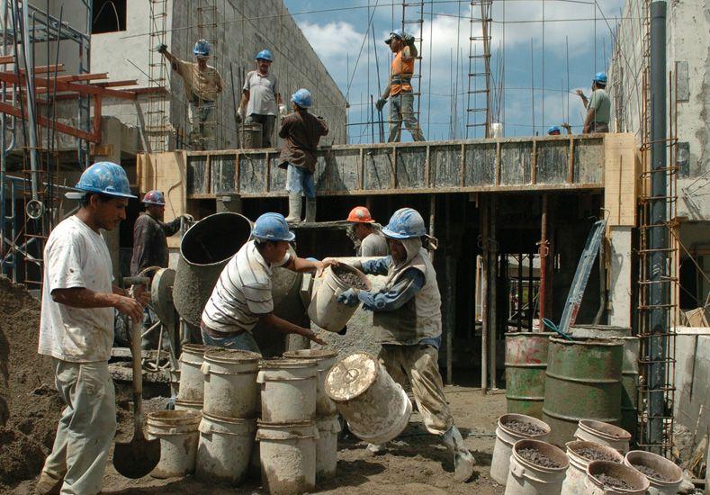 La actividad de la construcción retrocedió 24,1% en abril