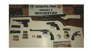 Se secuestraron cartuchos y cinco armas de fuego.