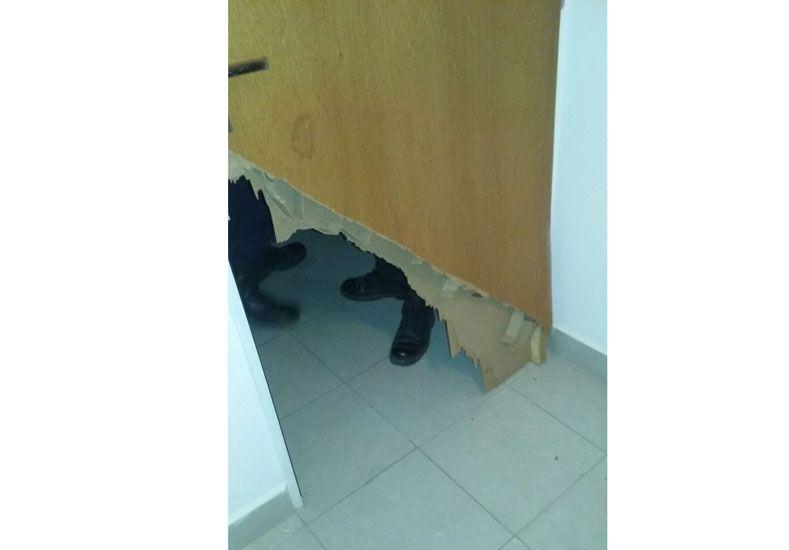 Daños. Los ladrones reventaron las puertas para entrar.