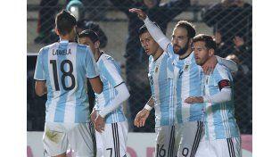 Messi debió ser reemplazado tras un golpe en la victoria de Argentina