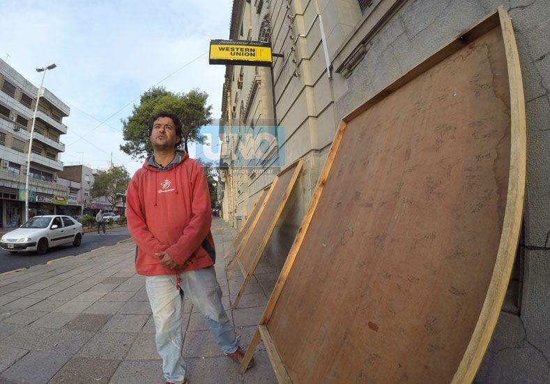 Marcelo Abasto quedó con los paneles vacíos. Foto UNO Juan Manuel Kunzi.