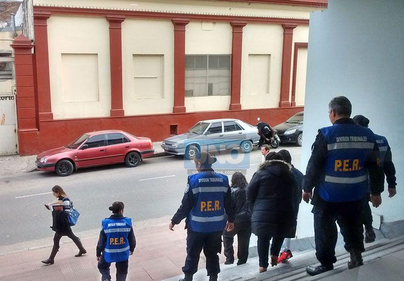 Escoltados. A la salida los Britos fueron acompañados.   Foto UNO/Marcelo Medina
