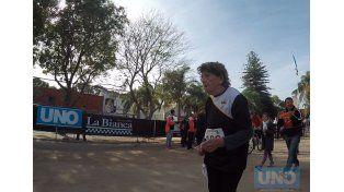 Teté recorriendo los últimos metros antes de llegar a la meta.  Foto UNO Juan Manuel Kunzi.