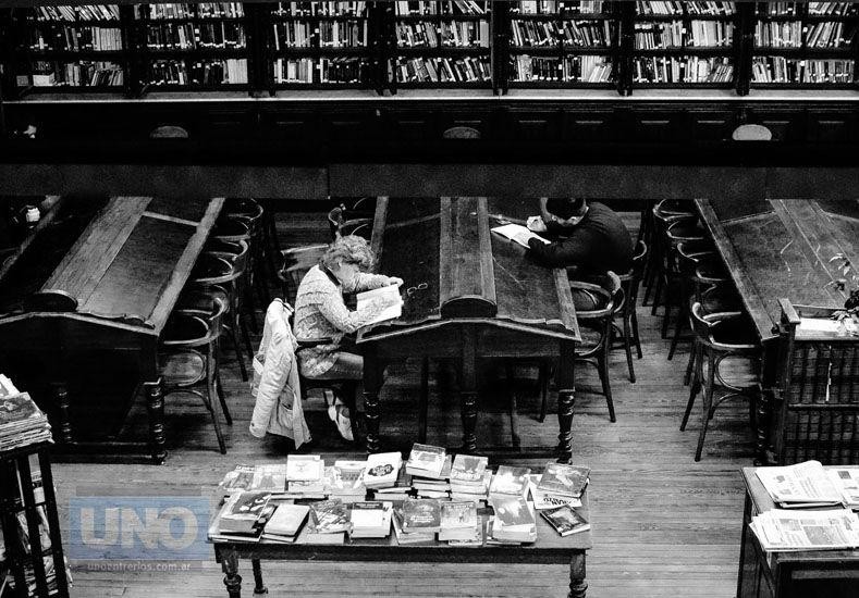 Mañana los libros estarán disponibles en la Sala de Lectura. Foto UNO Mateo Oviedo.