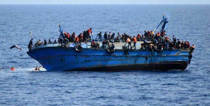 Una barcaza con más de 500 migrantes naufraga frente a la costa de Libia