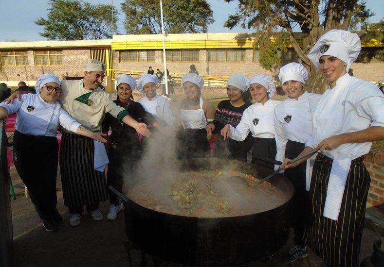 Experiencia. Alumnos cocinaron y vendieron 250 porciones.
