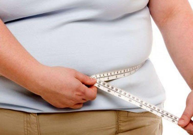 Flagelo. La obesidad tiende el puente hacia otras enfermedades que afectan la calidad de vida.  Foto: Internet ilustrativa