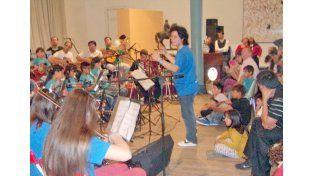 A toda orquesta. Los chicos viven y sienten su rol en el grupo con gran responsabilidad.
