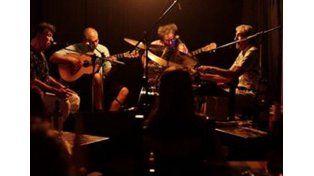 Cuartoelemento está formado por los músicos Mono Izarrualde