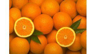 Naranja: Al productor le pagan 4 pesos en promedio y en la góndola cuesta 25. La diferencia es de 6