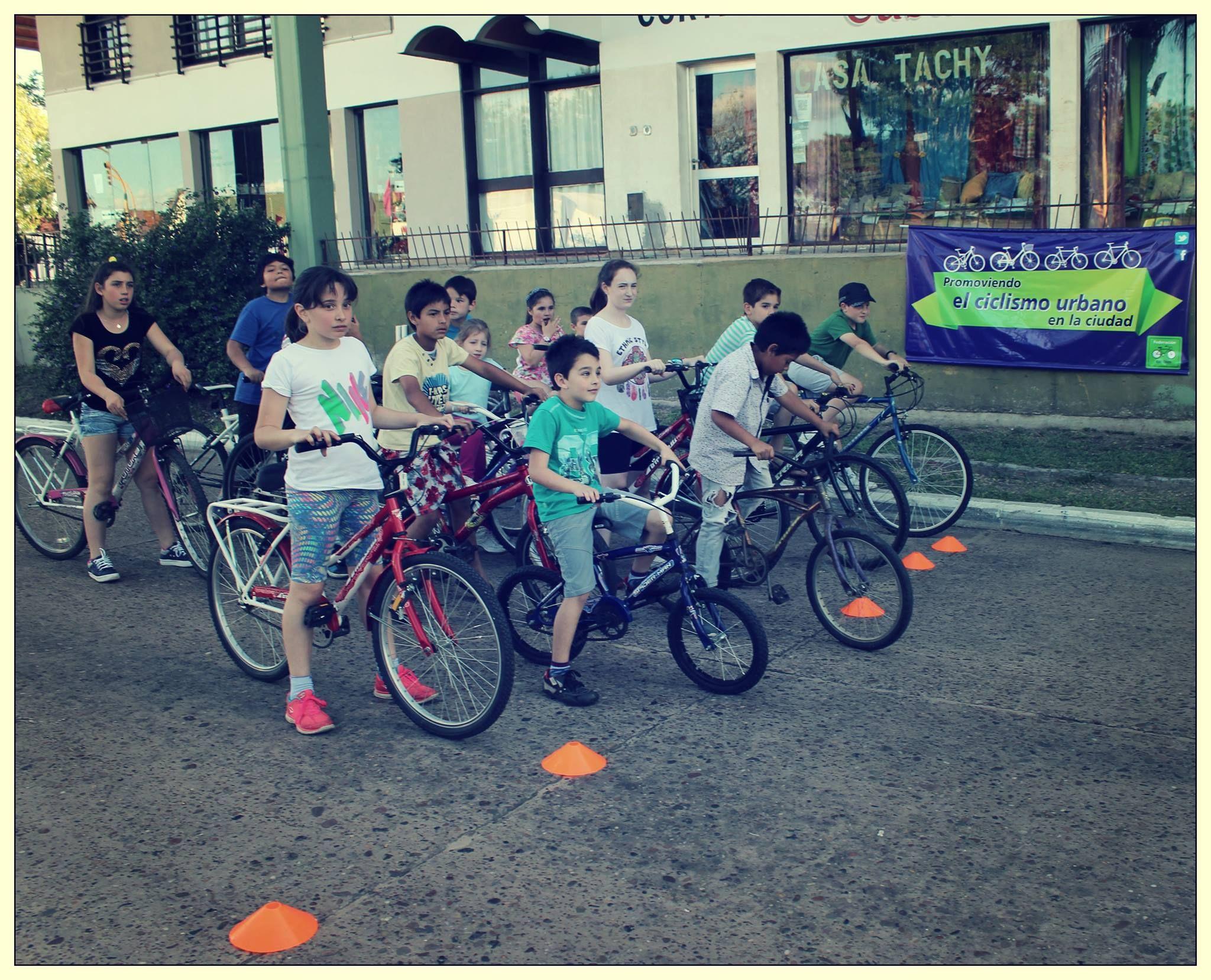 Federación en Bici organiza actividades para fomentar el uso de la bicicleta.