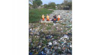 Saneamiento. Ayer el municipio comenzó a sacar la basura.  Foto Gentileza/Facebook Peña Piluncho Safari