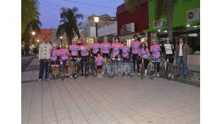 Los ciclistas junto a sus bicicletas pensando en los compromisos que vienen. Foto UNO/Mateo Oviedo