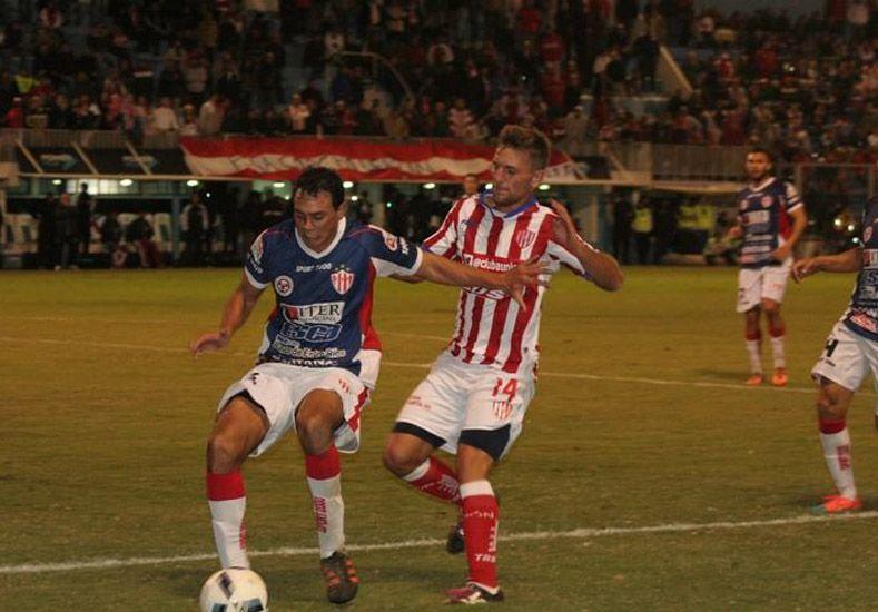 Machado fue protagonista al desviar el último remate de Atlético Paraná desde los 12 pasos.