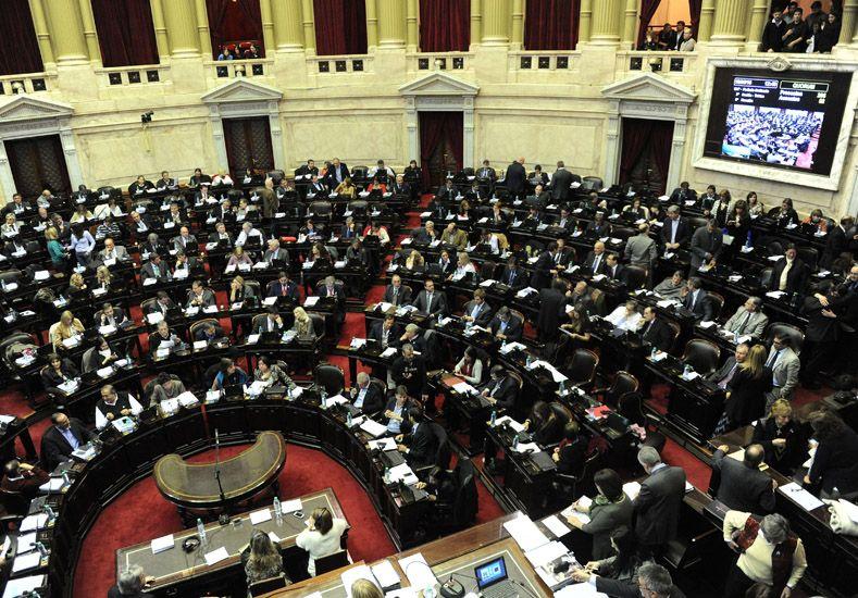 Avanza en Diputados la maratónica sesión que incluye la ley antidespidos.   Foto: Télam