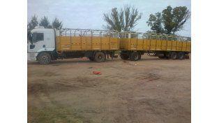 El camión y el acoplado son parte de la investigación. Foto policía de Entre Ríos.